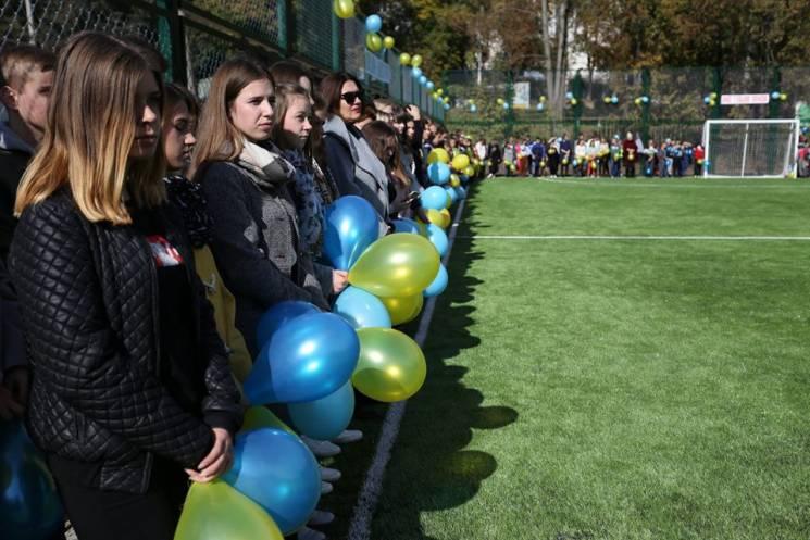 У Хмельницькому відкрили черговий пришкільний спортмайданчик