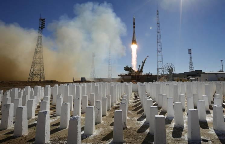 Відео дня: Аварія російської ракети і знешкодження журналістки охоронцем Порошенка