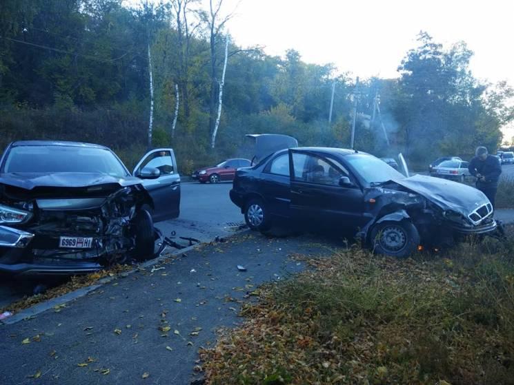 У Полтаві на Нижньомлинській зіткнулися два легковика, виникла пожежа (ФОТО)