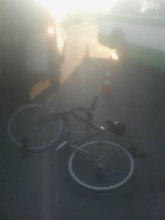 У Хмельницькому велосипедист потрапив в ДТП