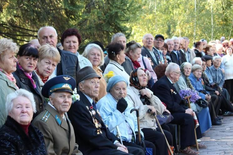 """У Запоріжжі мітингом і жовто-блакитним """"салютом"""" відзначили 75-річчя звільнення від німецьких окупантів (ФОТО)"""