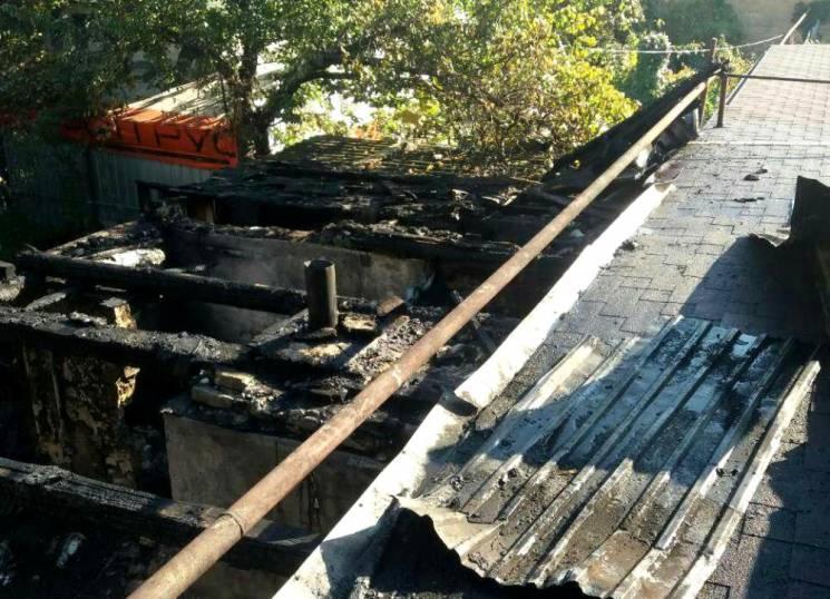 На Черьомушках з пожежою у житловому будинку боролися 24 вогнеборці