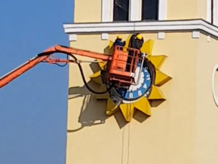 Головний годинник Хмельницького демонтували (ВІДЕО)