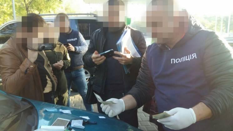 В одеському аеропорту на хабарі затримали прикордонника