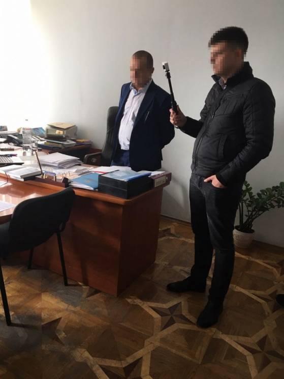 "Вінницькі посадовці ""Укрзалізнці"" попалися на хабарі у 2,5 млн. грн (ФОТО)"