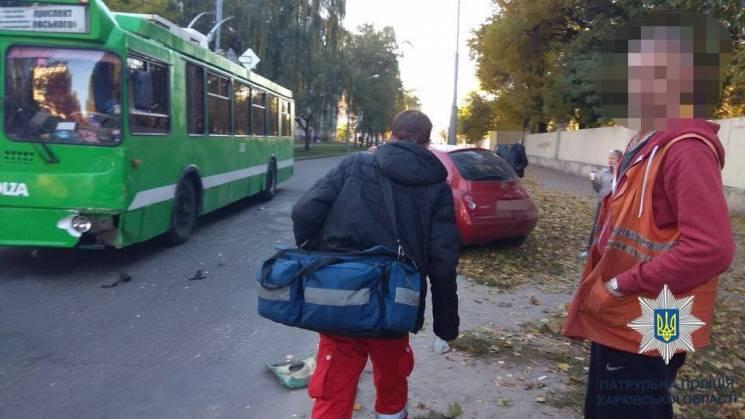 У Харкові в ДТП потрапив тролейбус