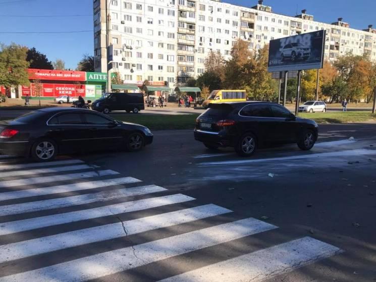 На Салтівці Porsche Cayenne збив жінку, - очевидці (ФОТО)