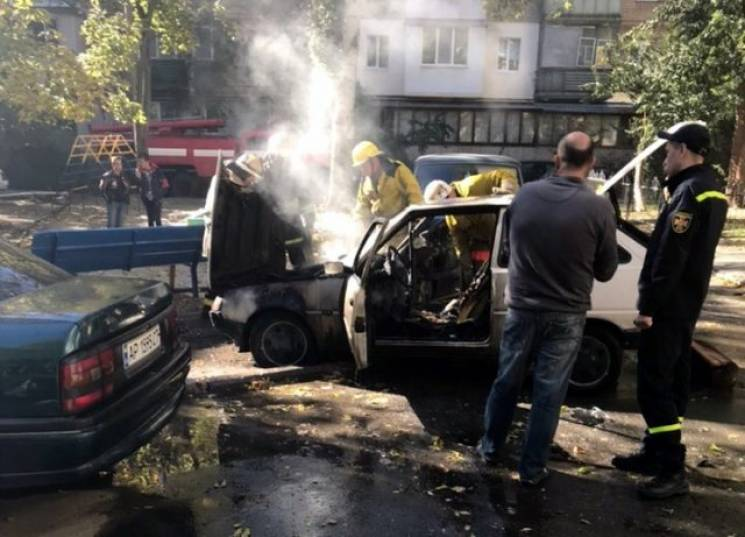 У центрі Мелітополя вщент згорів автомобіль (ФОТО)