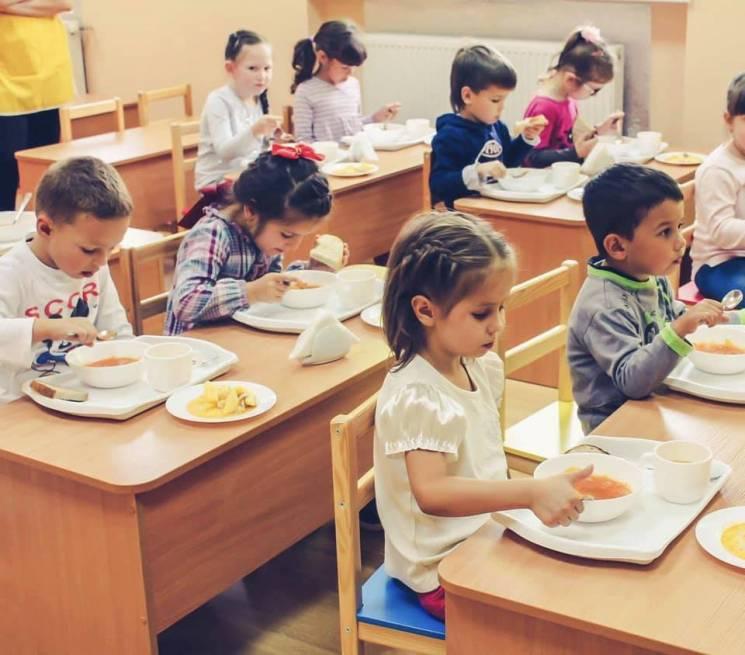 Мукачівським дитсадкам закупили кухонне приладдя на 182 тис. грн