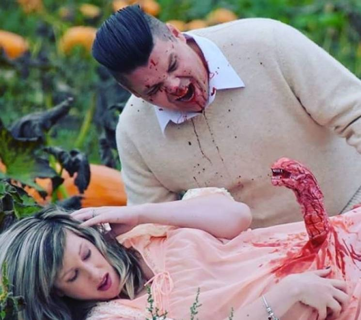 """""""Виліз чужий"""": Подружжя з Канади влаштувало криваву фотосесію вагітності (ФОТО)"""