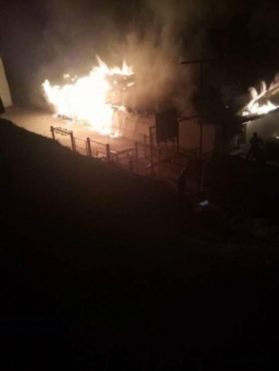 На Росії спалахнула школа (ФОТО)