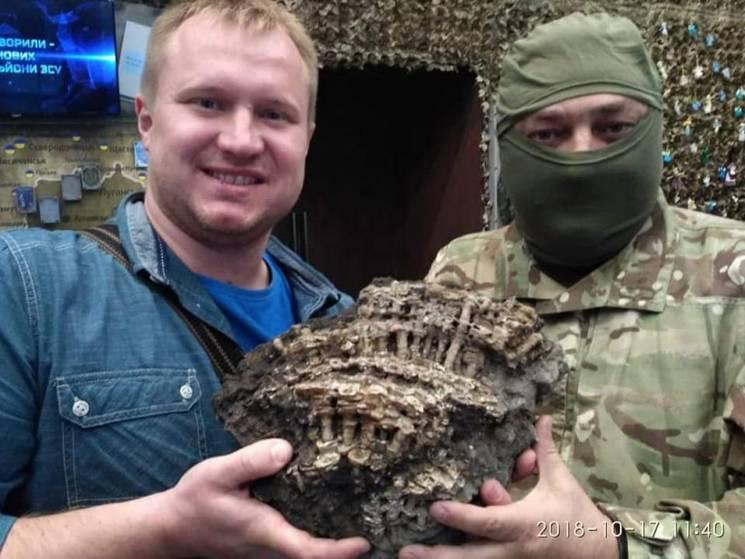 Боєць привіз до музею АТО Дніпра скам'янілості з териконів Донбасу