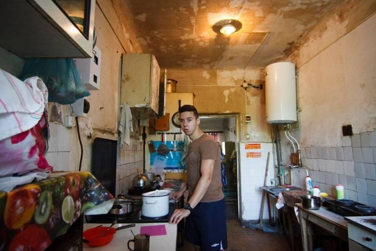 """""""Експеримент"""" над незрячими: Чому мешканці гуртожитку у Харкові потерпають від жахливих умов (ФОТО)"""