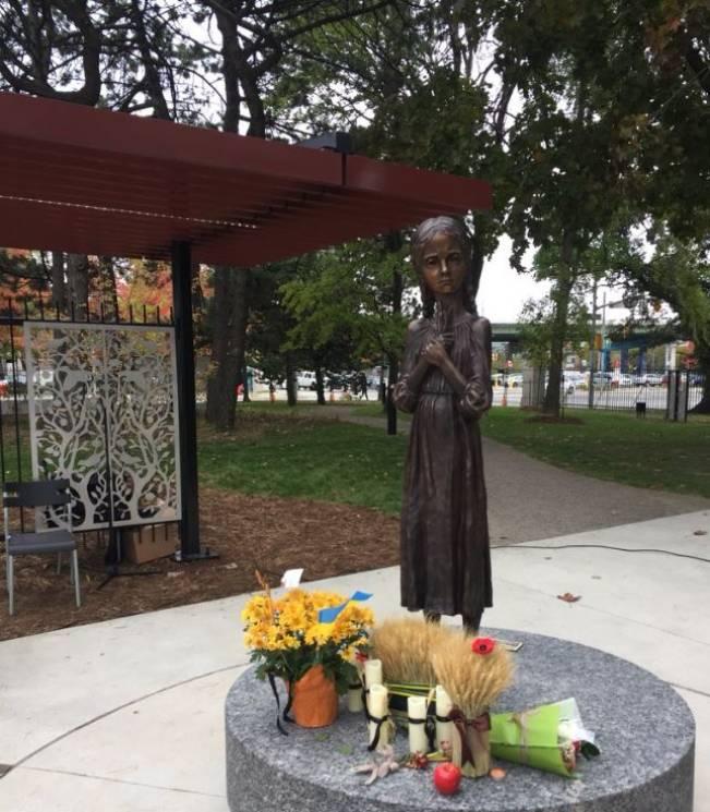 У Торонто встановили пам'ятник жертвам Голодомору (ФОТО)