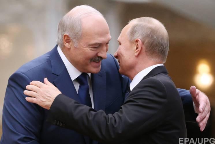 Повзуча окупація Білорусі: Путін взявся душити Лукашенка в обіймах