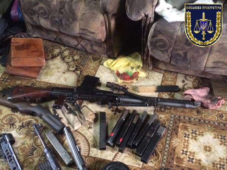Автоматы, пистолеты, гранаты: Правоохран…