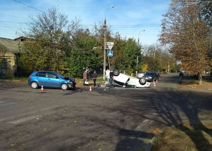 На небезпечному херсонському перехресті перекинулося автівка (ФОТО)