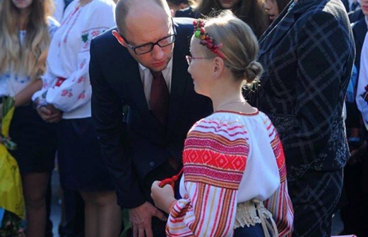 Яценюк відвів дочку до школи