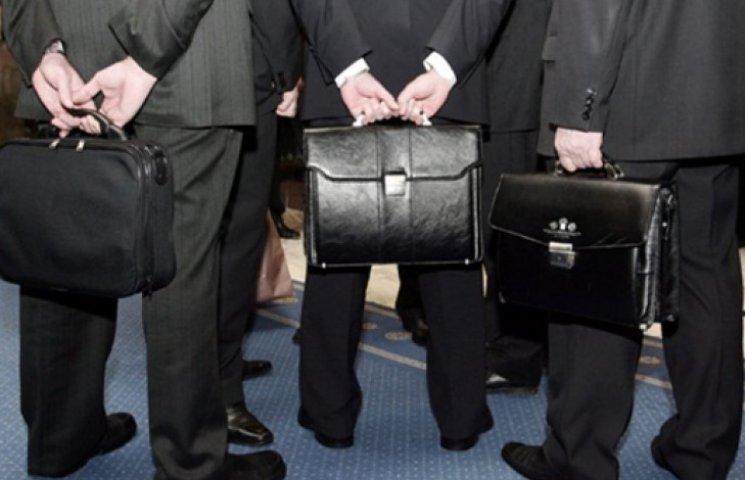 Чиновників чекає перевірка на відповідність рівня життя зарплаті