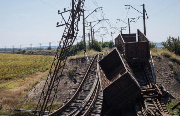 Террористы разгромили железную дорогу на 900 млн грн