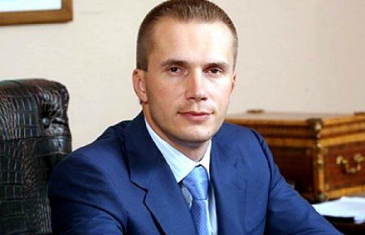 Янукович-молодший відкриває офіси в Києві, а Захарченко засів у Донецьку