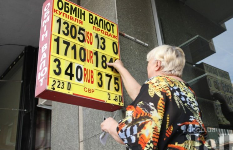 Доллар на межбанке подбирается к 14 грн