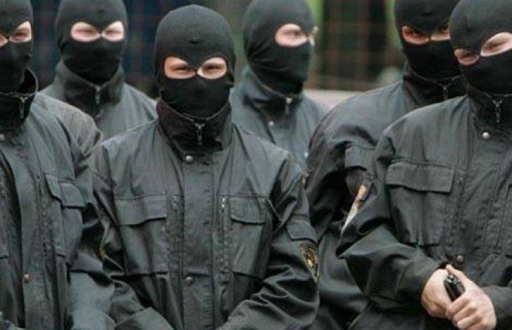 У Криму автоматники вдерлися в будинок меджлісівця з двома маленькими дітьми