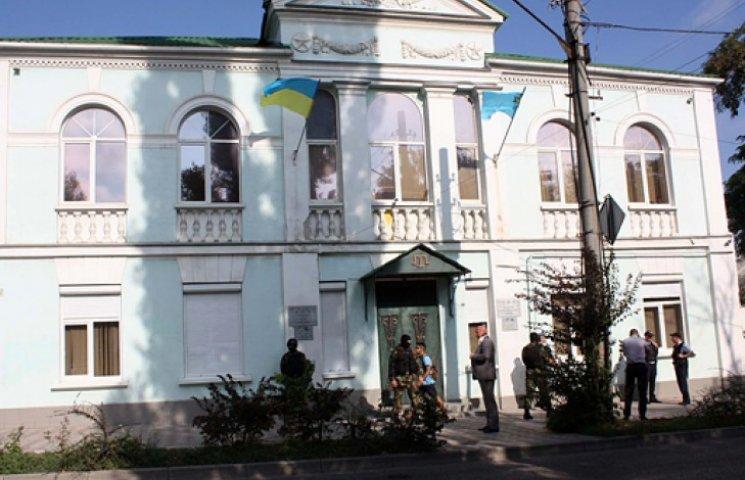 Меджлис вышвыривают из здания в Симферополе. На переезд дали сутки