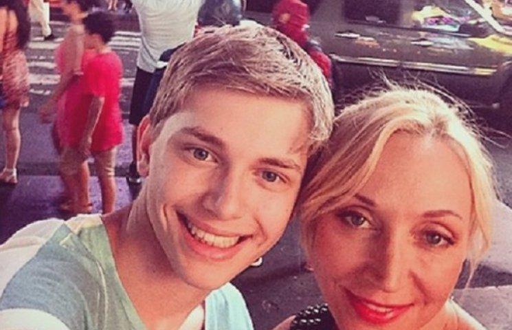 Девушка Арсения Шульгина весело проводит время с сыном