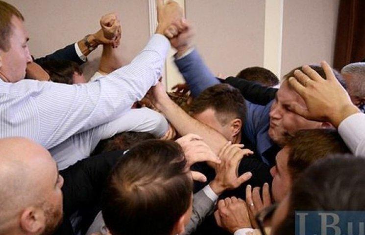 У Київраді друга бійка за день: депутати не поділили ліс