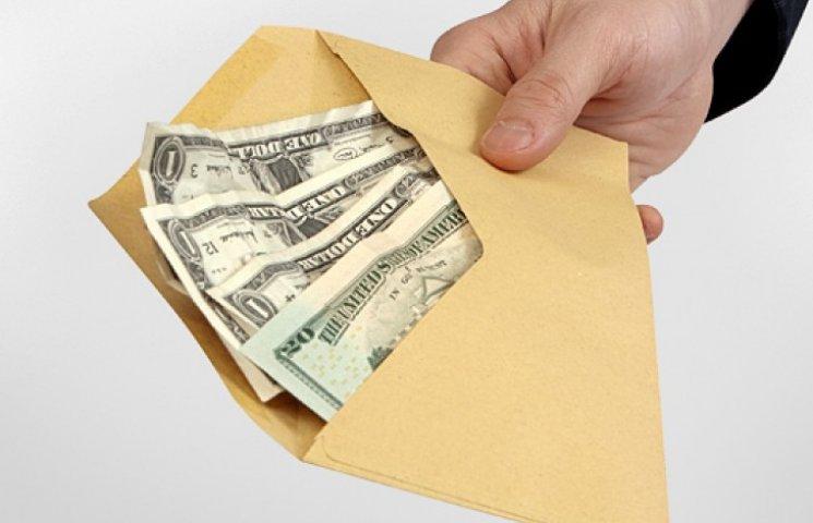 Украинцы стали меньше переводить денег из-за границы на родину