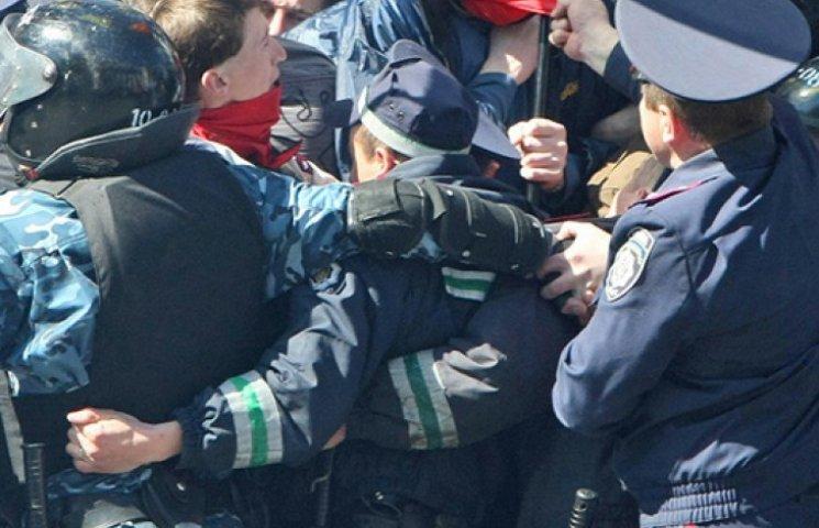 Сепаратистів у Харкові розігнала міліція. Затримано 22 особи і екс-нардепа з КПУ