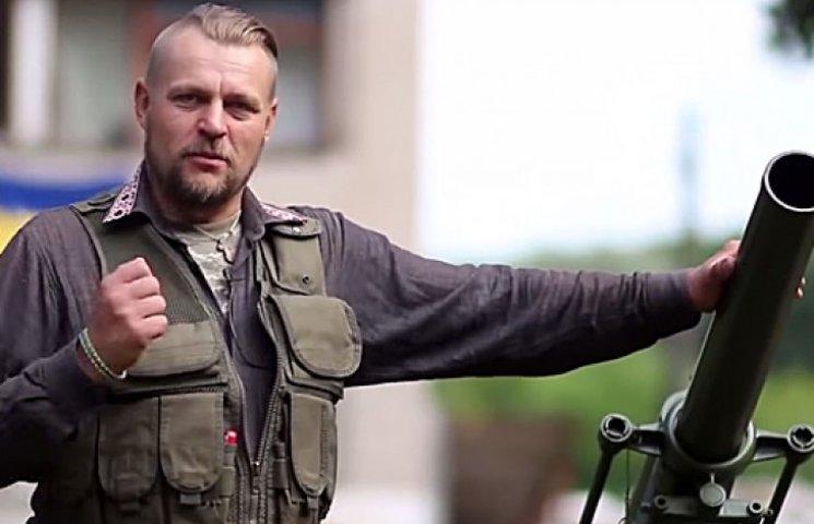 Военные и прохожие спели хит о сгоревшей Москве