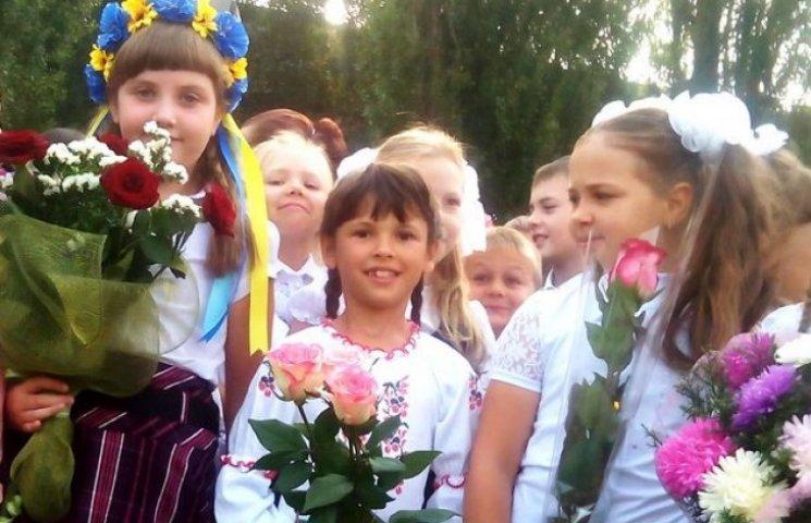 Полтавські школярі на перший урок прийшли у вишиванках