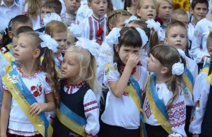 Вінницькі школярі втрачали свідомість під час святкової лінійки