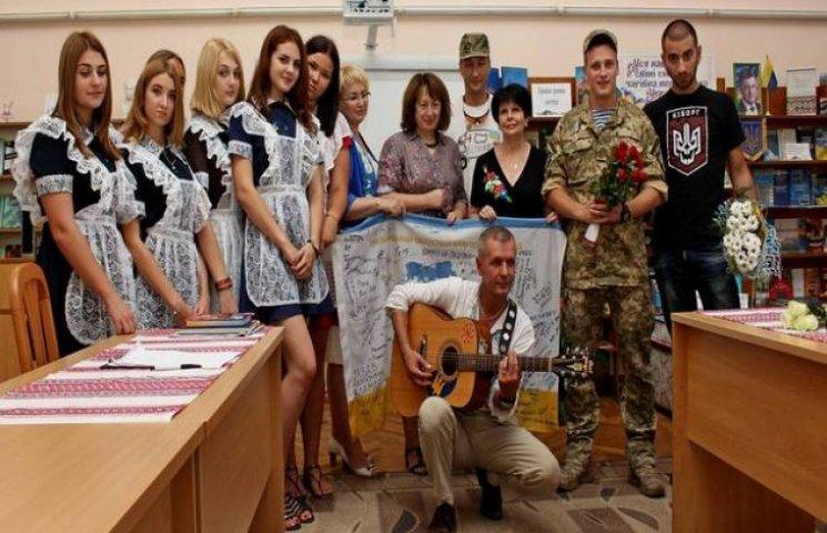 Хмельницькі учні зустрілися з патріотами, героями Майдану та АТО
