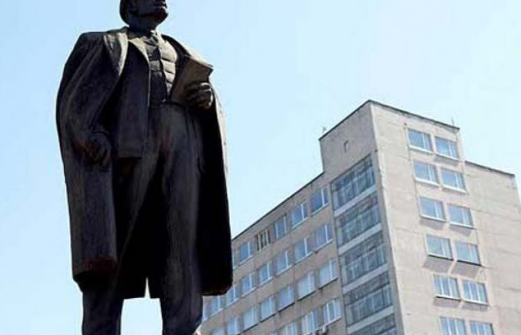 У Запорізькій області перед початком навчального року знесли Леніна