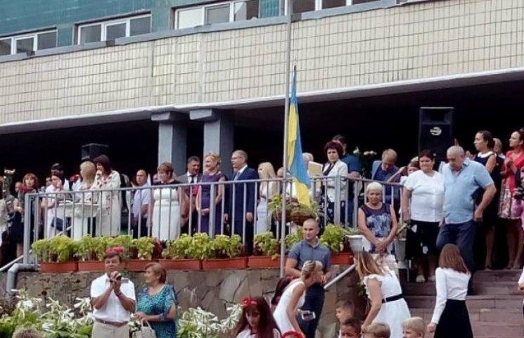 """Охорона Вілкула """"глушила"""" телефони на шкільній лінійці у Дніпропетровську"""