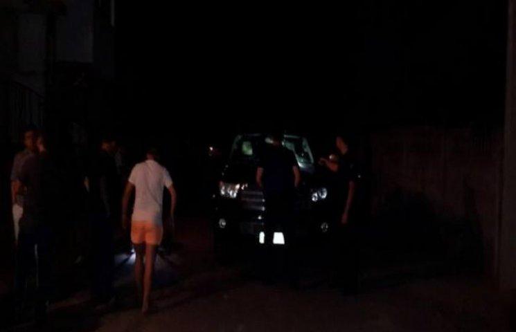 Міліція встановила, що автомобіль мера Винників закидали камінням