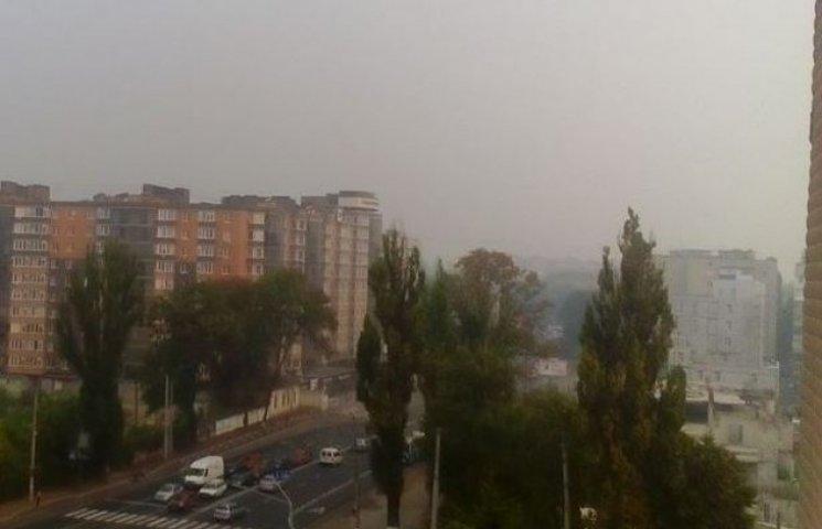 """Вінницю """"накрило"""" димом з пожарища 96 га лісу в Хмельницькій області"""