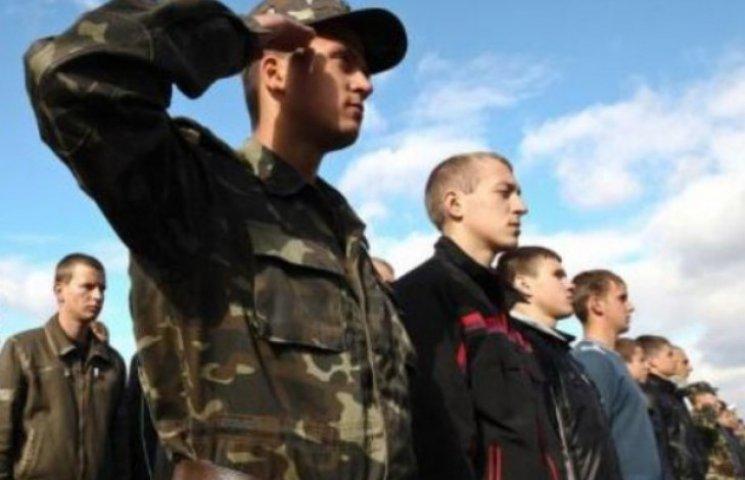 """Військовозобов'язаних чоловіків тепер будуть """"вичисляти"""" рацси, жеки, суди та паспортні столи"""