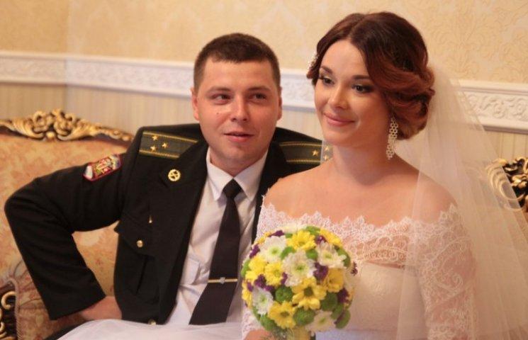 Фронтовик повернувся з АТО у Запоріжжя, щоб зіграти весілля