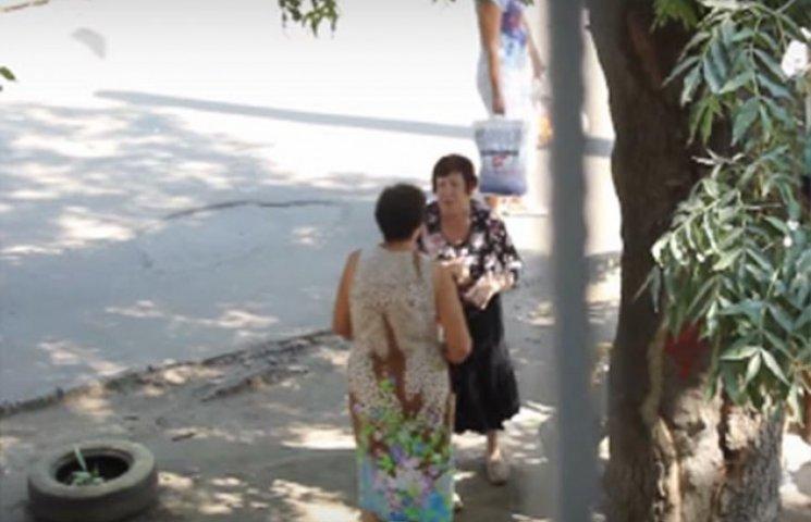Одеські бабусі влаштували епічну бійку за лавочку