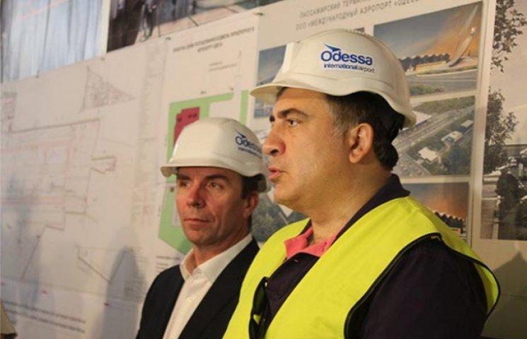 """Одеський губернатор та гендиректор """"Wizz Air"""" проіспектували будівництво нового терміналу в Одесі"""