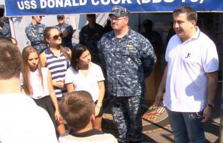 """Саакашвілі зі школярами побував на американському есмінці """"Дональд Кук"""""""