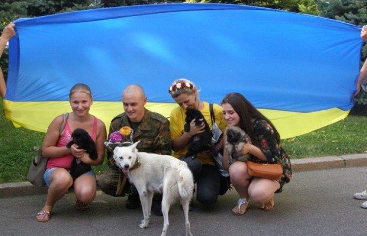 Бійці 43 батальйону ТРО приїхали до Дніпропетровська з чотирилапими побратимами