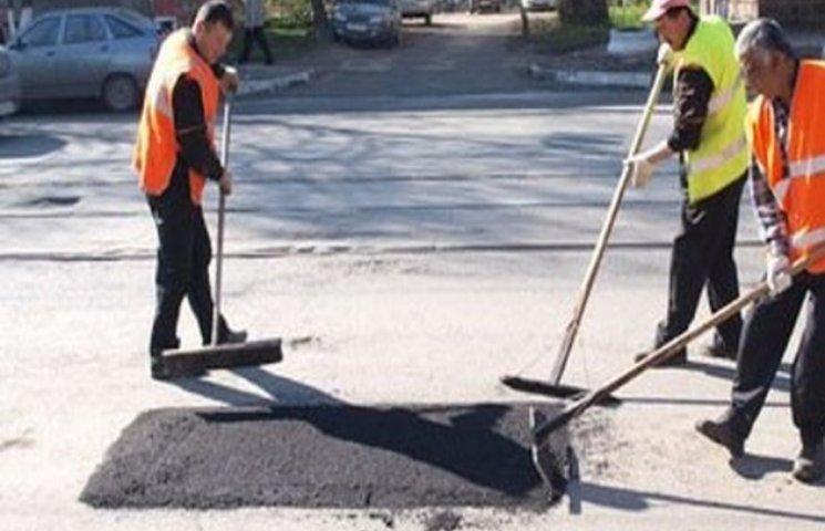 Майже чверть мільйона зекономлять на ямковому ремонті на Хмельниччині