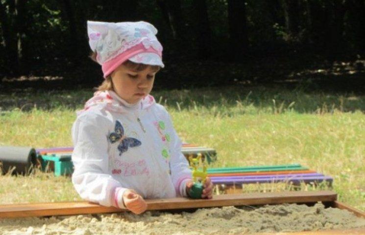 У Вінниці встановили єдину в Україні пісочницю для дітей з інвалідністю