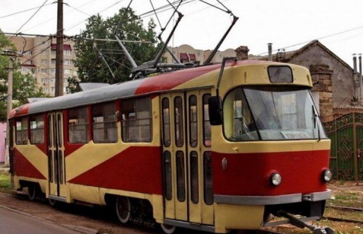 В Одесі трамвай протаранив авто, через недотримання водієм атомобіля правил дорожнього руху