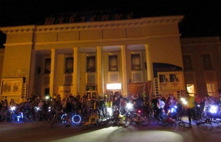 """Велосипедисти """"запалять"""" нічний Хмельницький"""